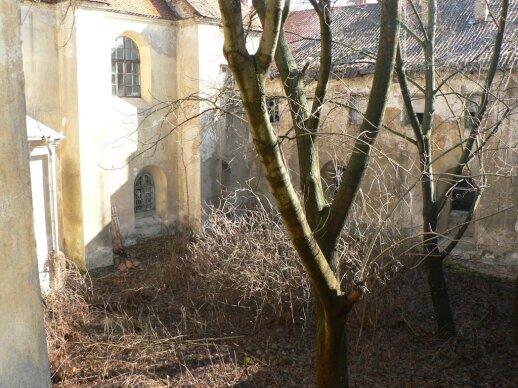 Vienuolyno vidinis kiemelis. 2007 m.