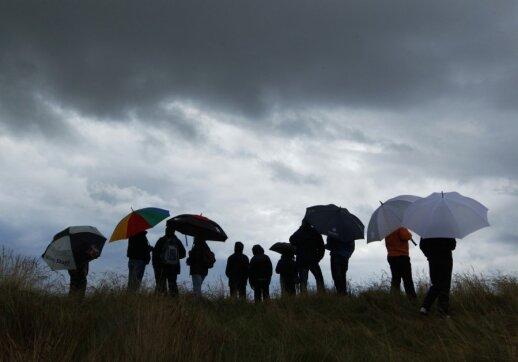 Žiūrovai stebi golfo turnyrą Šiaurės Škotijoje