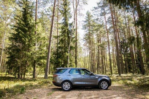 """""""Land Rover Discovery"""" vizualiai sukuria didelio automobilio įspūdį, tačiau ne vairuojant"""
