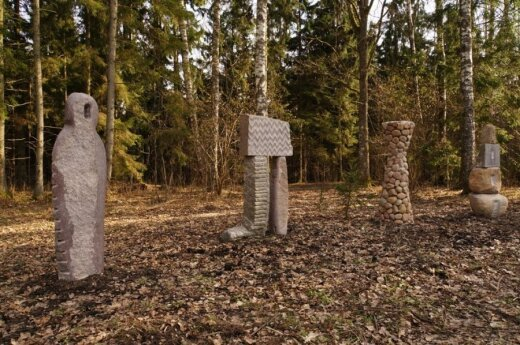 """J. Gencevičiaus skulptūros """"Žemės daiktai"""""""