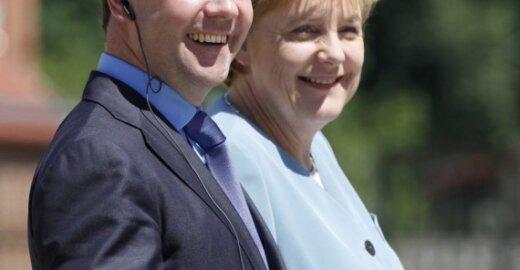 Dmitrijus Medvedevas ir Angela Merkel