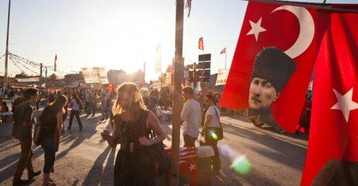 ES Turkiją ir pagyrė, ir pabarė