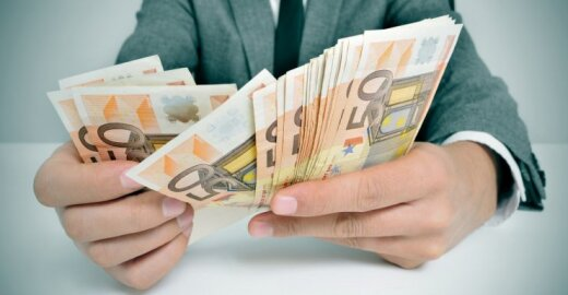 Krizei nepavaldus darbo sektorius: kur daugiausia pinigų ir saugumo