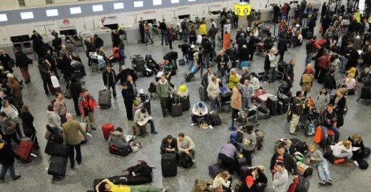 Getviko oro uoste Londone dėl oro sąlygų kasdien atidedama dešimtys reisų