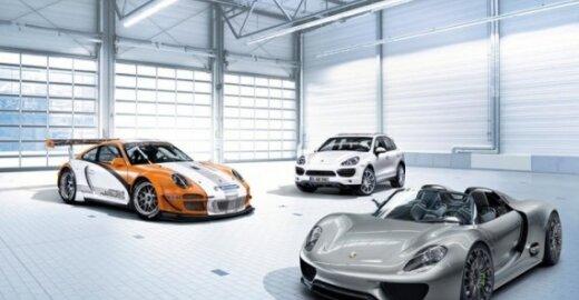 Gamintojai žada, kad per dešimtmetį europiečiai įprastinius automobilius pakeis elektromobiliais