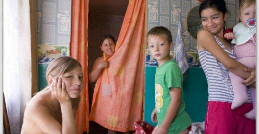 Romams trėmimu grasinanti Prancūzija ragina Rumuniją imtis romų problemos