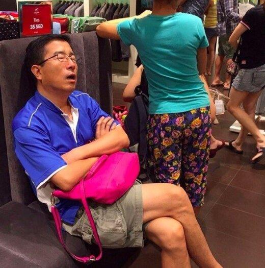 Kai moterys išsiveda apsipirkti: šios 28 nelaimingų vyrų nuotraukos yra tiesiog tobulos
