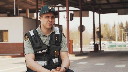 Vilniaus teritorinės muitinės Mobiliosios grupės posto vyr. inspektorius Dovydas Mazaliauskas