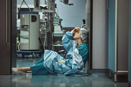 Atrodo, kad pailsėti nepavyksta net po savaitgalio ar atostogų – medikai įspėja apie šio amžiaus ligą