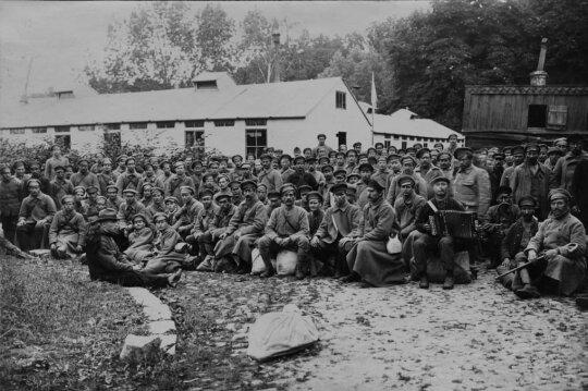 Lietuviai karo pabėgėliai grįžę iš Sovietų Rusijos. 1920 m.