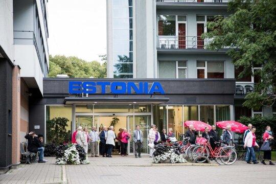 """<span style=""""color: #ff0000;"""">Baltiškos Ženios atostogos.</span> Europietiškiausią Europą atrado Estijoje: čia trūksta tik pinigų"""