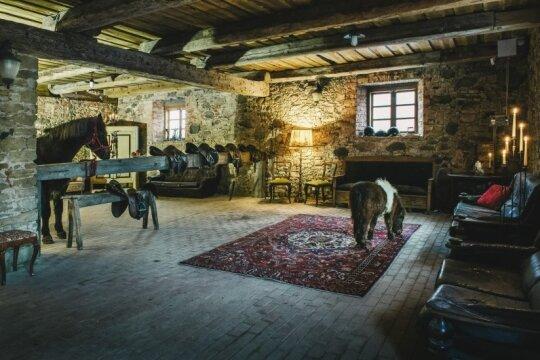 Rekonstruotas Pakruojo dvaro žirgynas, kuriame filmuota filmo scena (Pakruojo dvaro nuotr.)