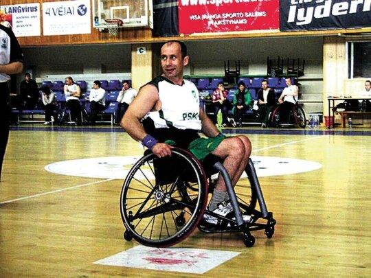 Geležinė stiprybė: nors gydytojų klaida pasodino į vežimėlį, iškovojo olimpinį sidabrą