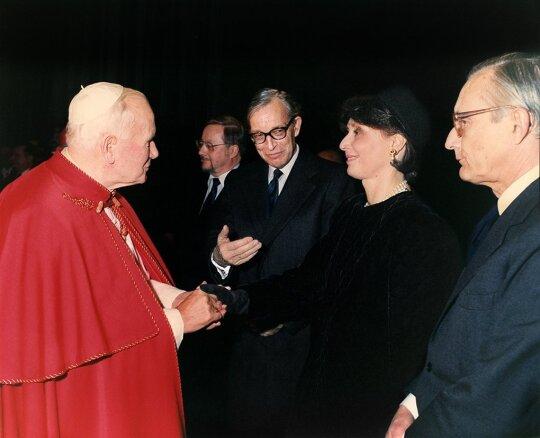 Stasys Lozoraitis susitinka su Jonu Pauliumi II Photo Filize Rome