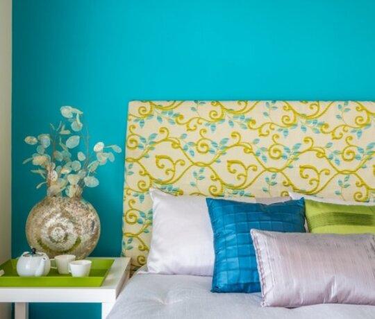 9 būdai padidinti erdvę mažame miegamajame