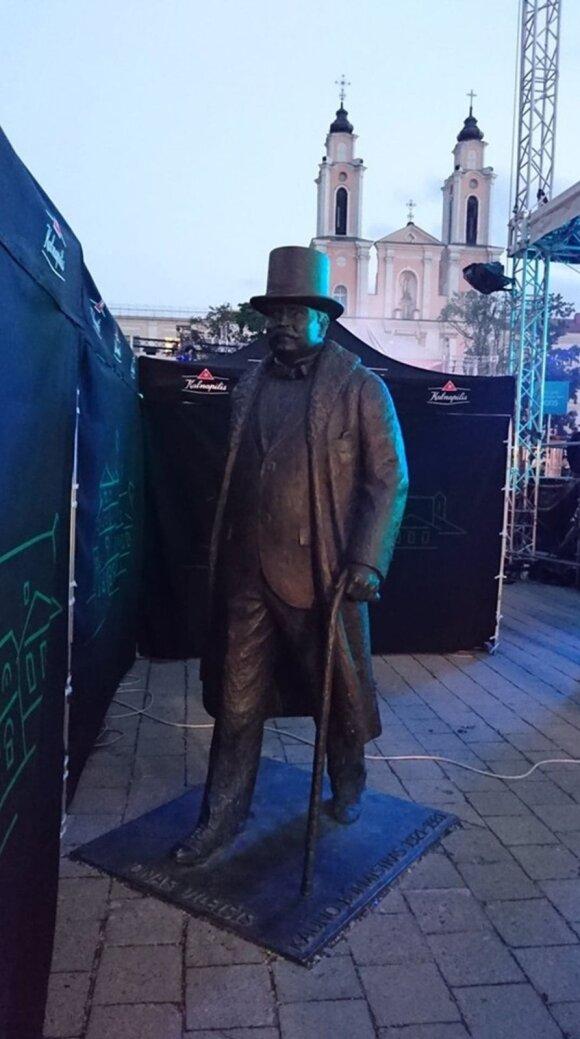 (Ne)Pagarba Kauno asmenybėms: pirmasis miesto burmistras per gimtadienį buvo įkalintas tarp prekybininkų kioskų