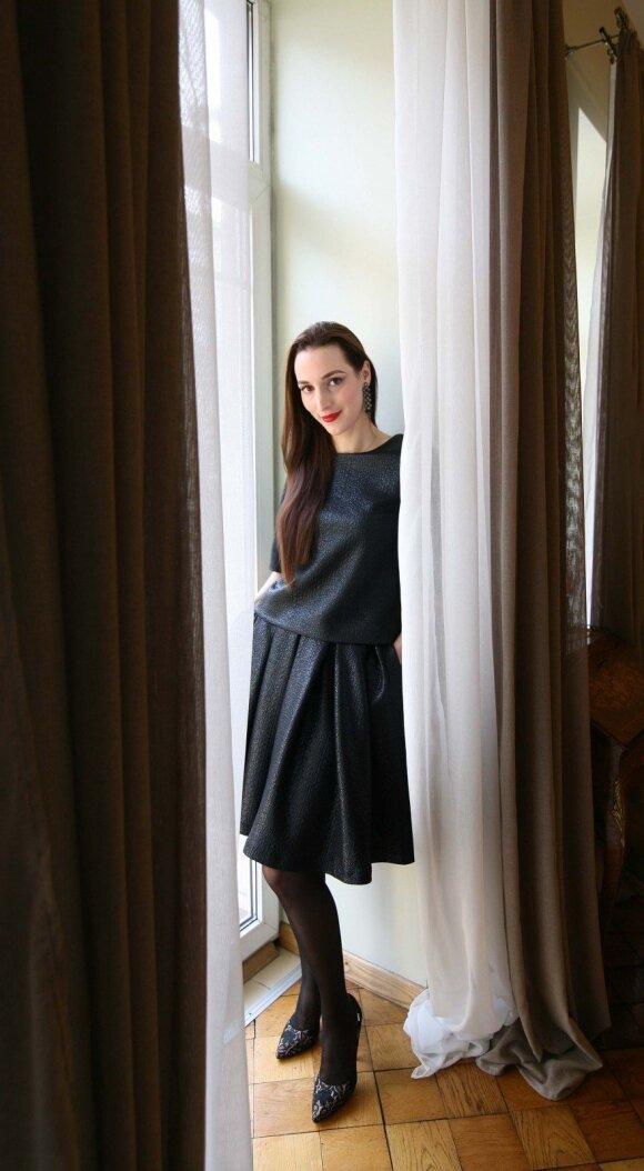 """Karina mėgsta puoštis, – beje, jos įkurtame interjero salone """"Le Pont"""" prekiaujama ir italų gamintojų drabužiais"""