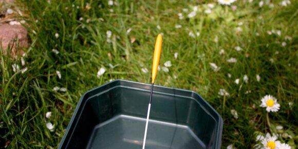 Plūdės su antena tinkama žūklei kada vandens paviršius banguoja