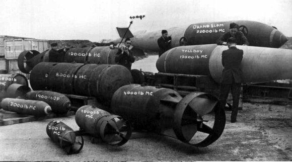 Antrojo pasaulinio karo metų britų aviacinės bombos.