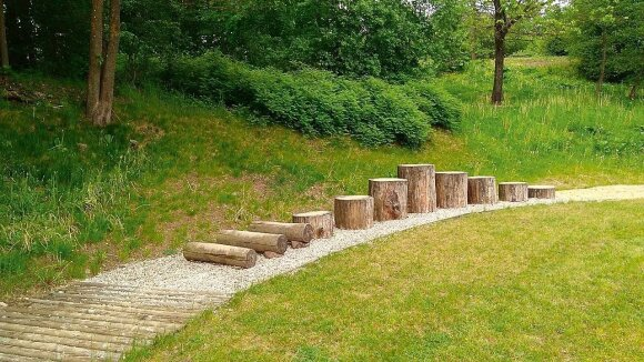 Idėja Vilniaus universiteto Botanikos sode Kairėnuose įrengti basakojų taką kilo 2012 m.