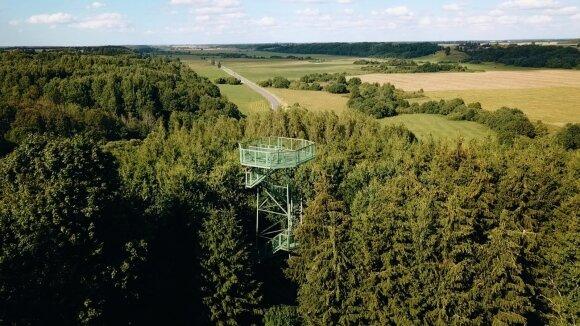 15 m apžvalgos bokštas Salantų regioniniame parke, nuo kurio atsiveria Salanto slėnio panorama