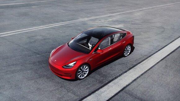 """""""Tesla"""" pristatė superkompiuterį, kuriuo moko savo autopilotą: tai vienas galingiausių pasaulyje, tačiau visi laukia paslaptingojo """"Dojo"""""""