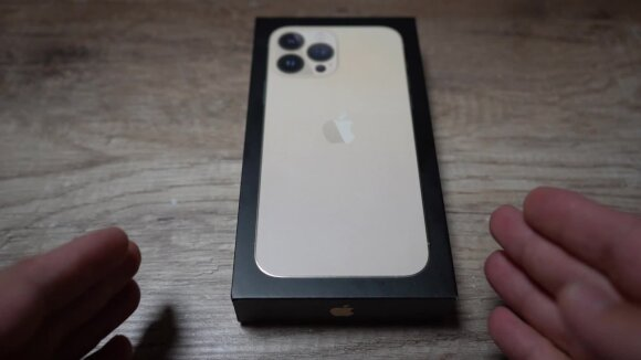 """Į rankas pakliuvo naujasis """"iPhone 13"""": kuo nustebina telefonai, kainuojantys beveik 2000 eurų?"""