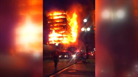 San Paule per gaisrą sugriuvo skvoterių gyvenamas pastatas