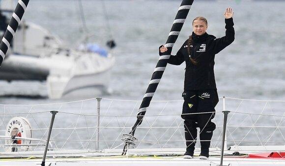 Į Niujorką klimato aktyvistę G. Thunberg plukdanti jachta sėkmingai juda į priekį.