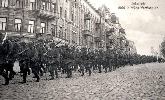 Vokiečių daliniai žygiuoja Didžiąja Pohulianka (dab.  J. Basanavičiaus g.). 1915 m. išleisti atvirukai.