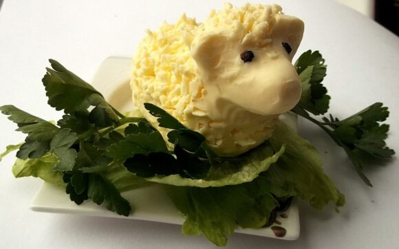 """Kaip nulipdyti sviesto avinėlį Velykoms <sup style=""""color: #ff0000;"""">(FOTO)</sup>"""