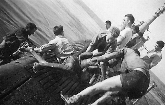 Apie 150 laimingųjų išgelbėjo amerikiečiai, ir tada pasaulis pirmą kartą išgirdo apie Mirties geležinkelio siaubą (Beits šeimos nuotr.)