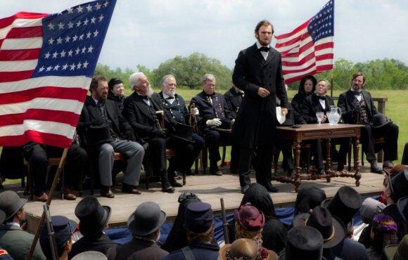 """Kadras iš filmo """"Abraomas Linkolnas. Vampyrų medžiotojas"""""""