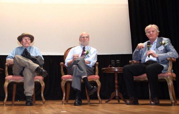 Iš dešinės: Michael W. Young, Michael Rosbash,  Jeffrey C. Hall