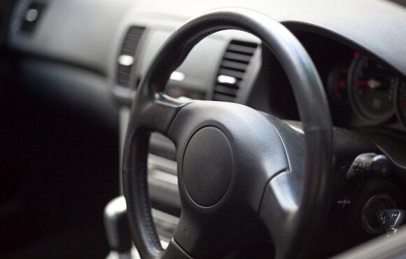Pastaruoju metu dešiniavairiai automobiliai kelia daug aistrų