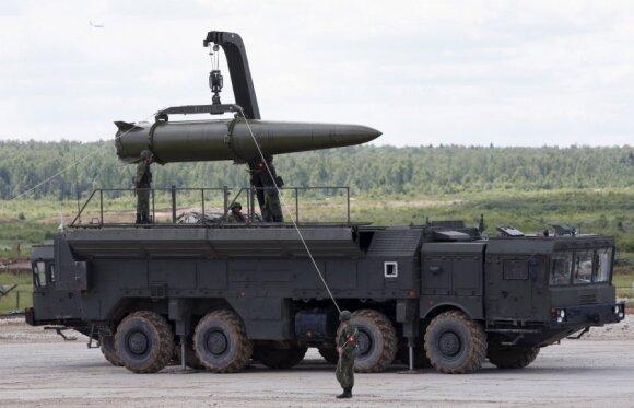 Rusija baugina karu: imitavo balistinių raketų smūgį ir ragino NATO karius pasiduoti