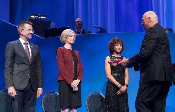 Virginijus Šikšnys, Jennifer A Doudna iš JAV ir Emmanuelle Charpentier iš Prancūzijos atsiima Kavlio premiją