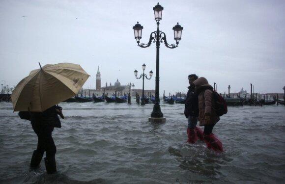 Smarkios liūtys skandina Veneciją