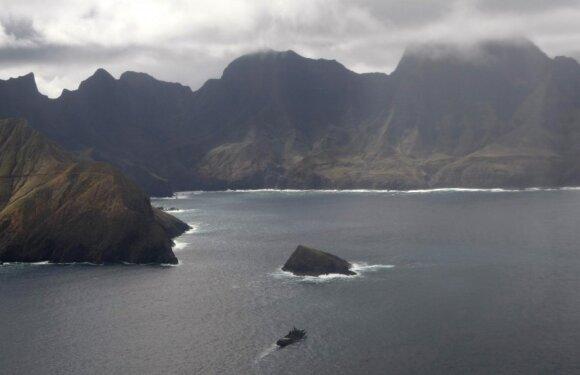Čilės laivyno vienetas traukia vienos iš šalies salų link