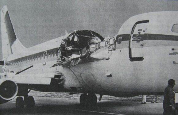 Keisčiausias incidentas civilinės aviacijos istorijoje: skrydžio palydovę iš lėktuvo tiesiog išsiurbė lauk