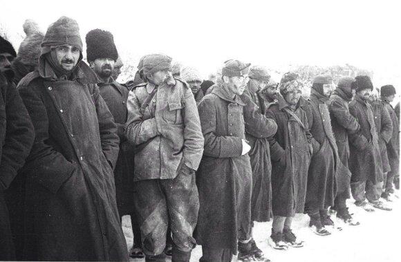 Į nelaisvę patekę rumunų ir vengrų kariai. Rytų frontas. 1943 m.