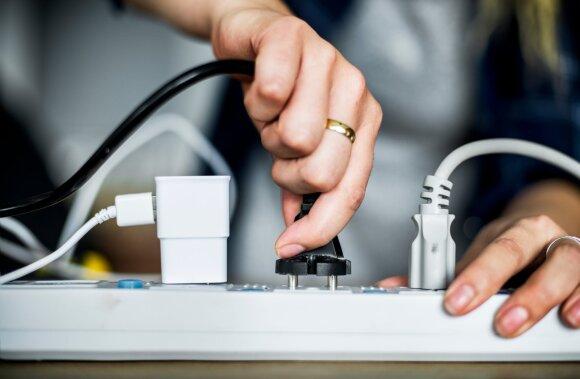 Nebeištvėrė: rinkosi vieną elektros tiekėją, o susimokėti reikalauja net trys – ką daryti?