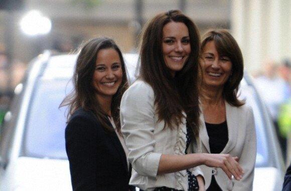 Pippa, Kate ir jų mama Carole (v.)