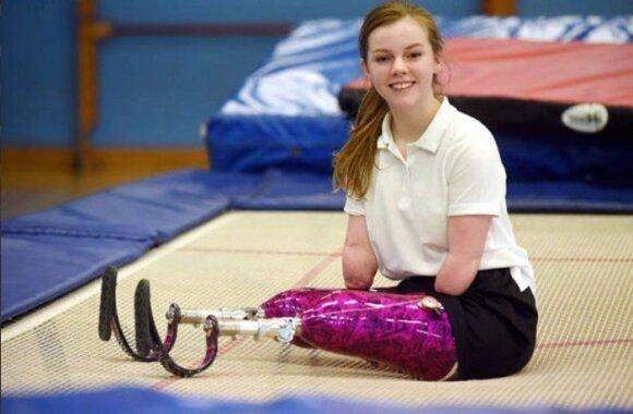 Įspūdinga: dėl meningito galūnes praradusi mergaitė laimėjo šuolių ant batuto čempionatą