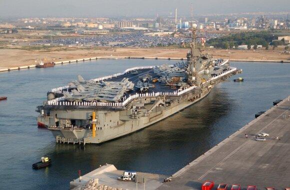 Už du centus parduoti du JAV Karinio jūrų laivyno lėktuvnešiai.