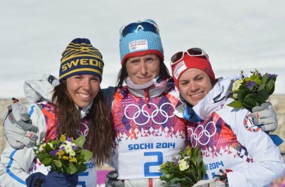 Švedė Charlotte Kalla ir norvegės Marit Bjoergen bei Heidi Weng