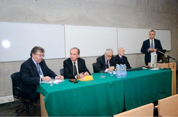 dr hab. Ryszard Kokoszczyński, prof. UW, prof. dr hab. Andrzej Wojtyna, prof. dr hab. Jerzy Osiatyński, prof. dr hab. Witold Koziński, prof. dr hab. Krzysztof Opolski