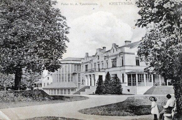 Juozapo Tiškevičiaus šeimos Kretingos rezidencijos rūmai su Žiemos sodu. Fot. Paulina Mongirdaitė. XX a. pr.