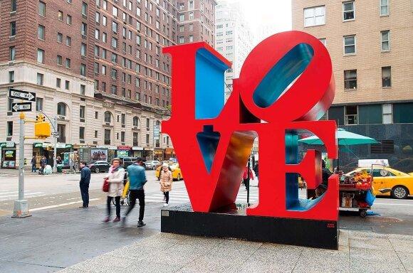 """Poparto skulptūros """"Love"""" Centriniame parke autorius – Robert'as Indiana"""