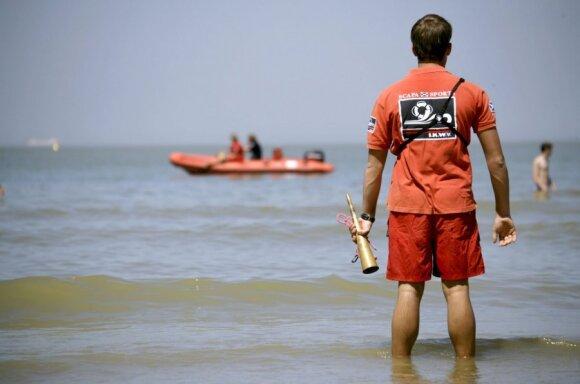Jūroje žmonės dažniausiai paskęsta patekę į duobę: gelbėtojas papasakojo, kaip ištrūkti iš jos srovės